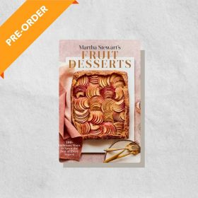 Martha Stewart's Fruit Desserts: 100+ Delicious Ways to Savor the Best of Every Season: A Baking Book (Hardcover)