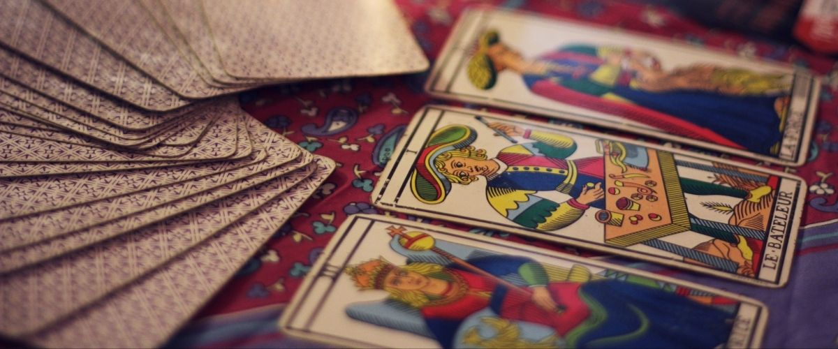 7 Beautiful Tarot Decks for Beginners